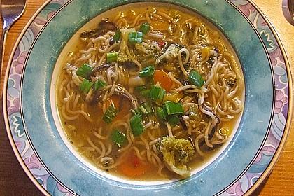 Asiatische Suppe mit Mie Nudeln 4