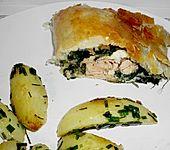Blätterteigpäckchen mit Lachs, Schafskäse und Spinat (Bild)