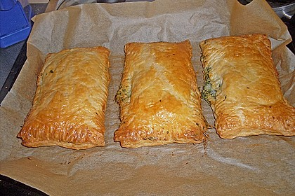 Blätterteigpäckchen mit Lachs, Schafskäse und Spinat 11