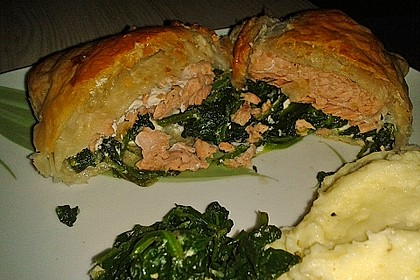 Blätterteigpäckchen mit Lachs, Schafskäse und Spinat 14