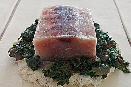 Blätterteigpäckchen mit Lachs, Schafskäse und Spinat 17