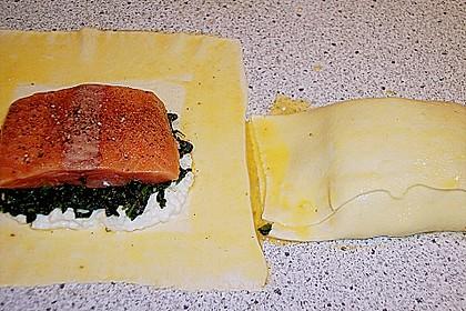 Blätterteigpäckchen mit Lachs, Schafskäse und Spinat 12