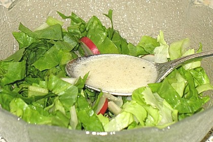 Einfache Salatsoße für Blattsalate 7