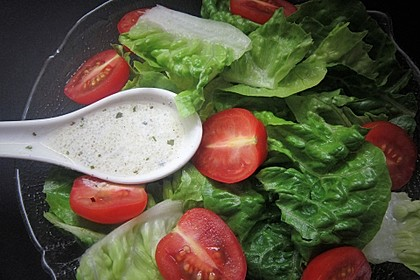Einfache Salatsoße für Blattsalate 1