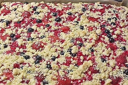 Schneller Quark-Streuselkuchen mit Obst 200