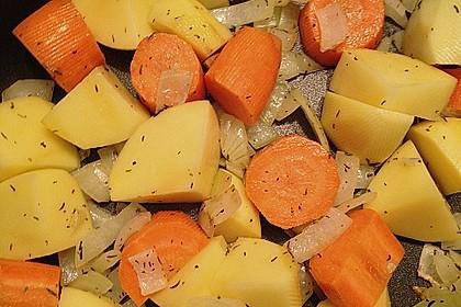 Cremige, aber diättaugliche Kartoffelsuppe mit Thymian und Käse 14