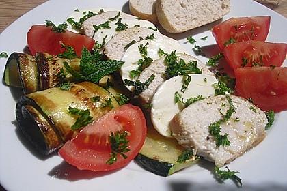 Hähnchenbrustsalat mit Zucchini und Mozzarella