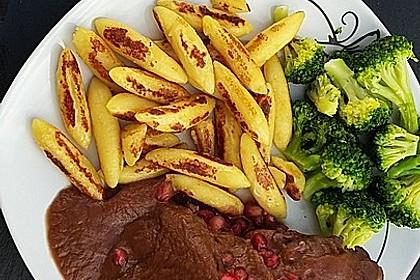 Rehkeule in Granatapfelsauce mit Schupfnudeln und Brokkoli 7