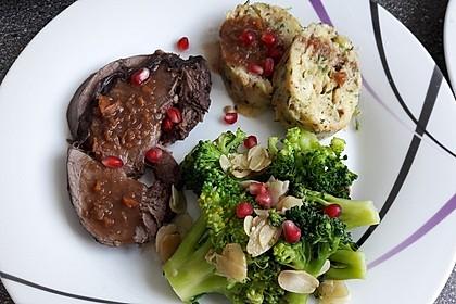 Rehkeule in Granatapfelsauce mit Schupfnudeln und Brokkoli 17