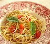 Knoblauchspaghetti mit frischen Tomaten (Bild)