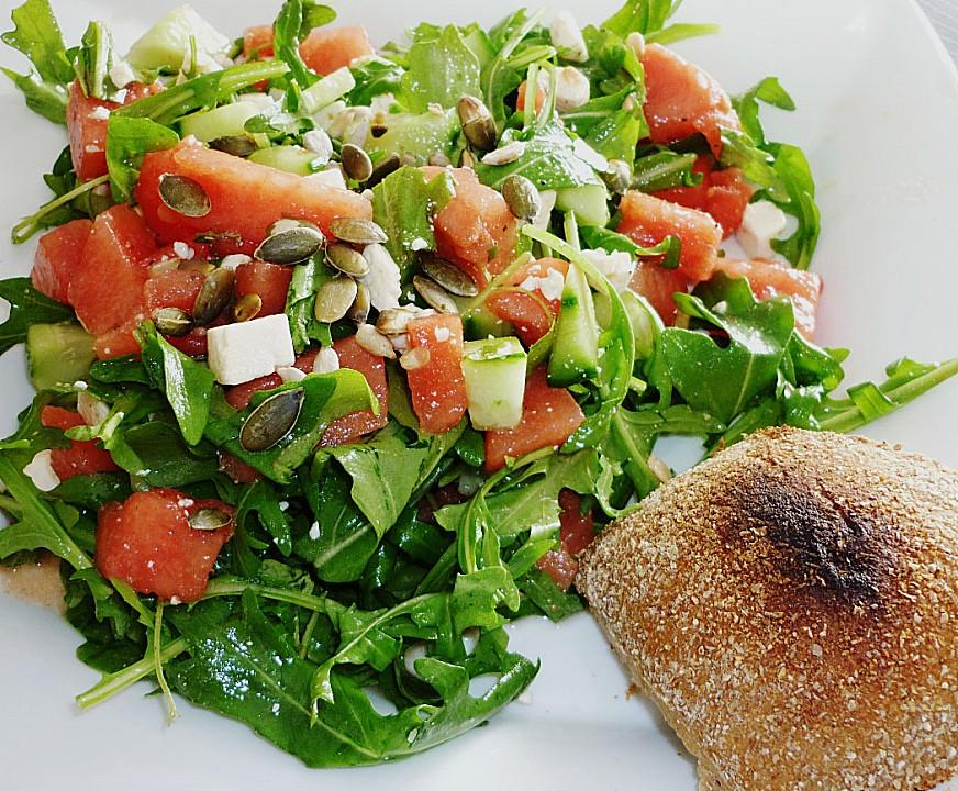 Salat mit geriebenem feta