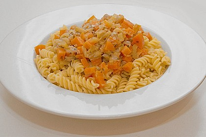 Nudeln mit Zucchini - Möhren - Sauce 8