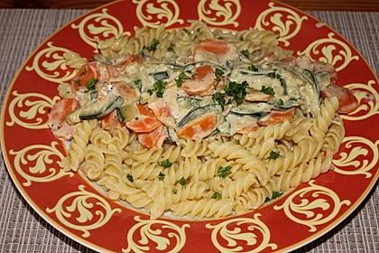 Nudeln mit Zucchini - Möhren - Sauce