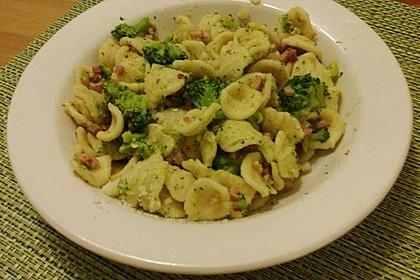Orecchiette mit Brokkoli, Speck (Pancetta) und Chilischoten