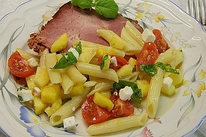 Nudelsalat mit Tomaten und Ananas