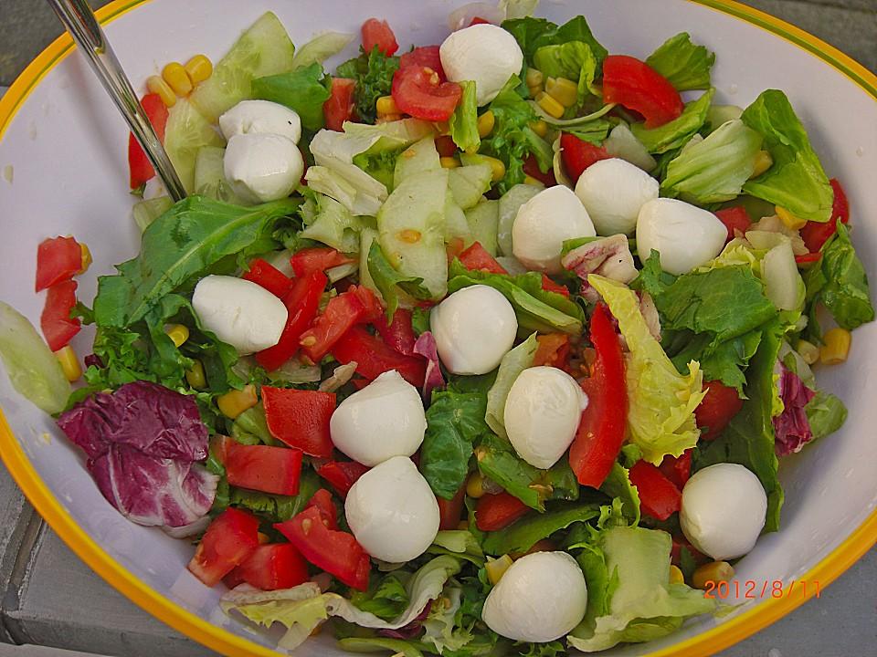 bunter salat mit h hnchenbrust und mozzarella rezept mit bild. Black Bedroom Furniture Sets. Home Design Ideas