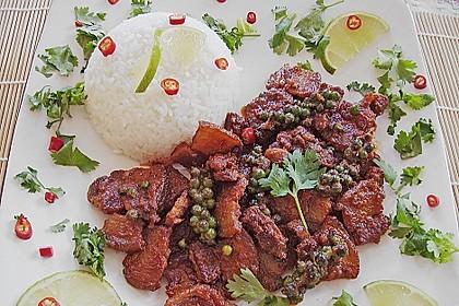 Dickes rotes Thai - Curry mit Schweinebauch und grünem Pfeffer