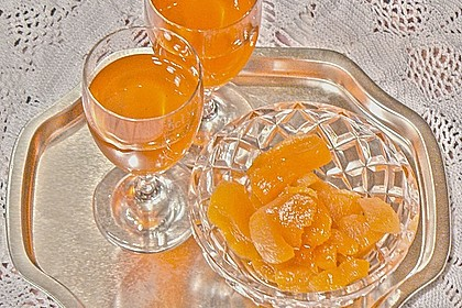 Aprikosenlikör aus getrockneten Früchten 1