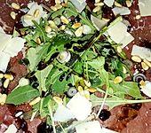Carpaccio aus Bresaola mit Rucola (Bild)