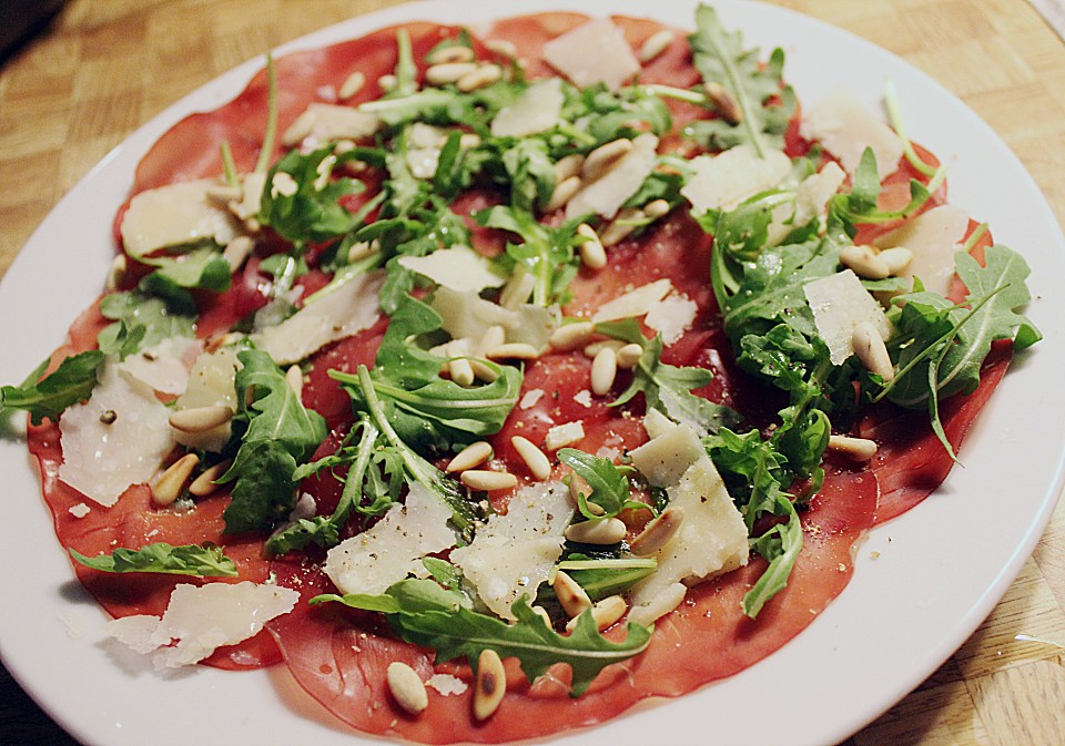 carpaccio aus bresaola mit rucola von jueson. Black Bedroom Furniture Sets. Home Design Ideas