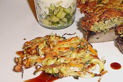 Zucchini-Reibekuchen 16