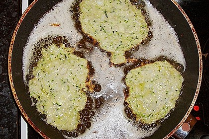 Zucchini-Reibekuchen 22