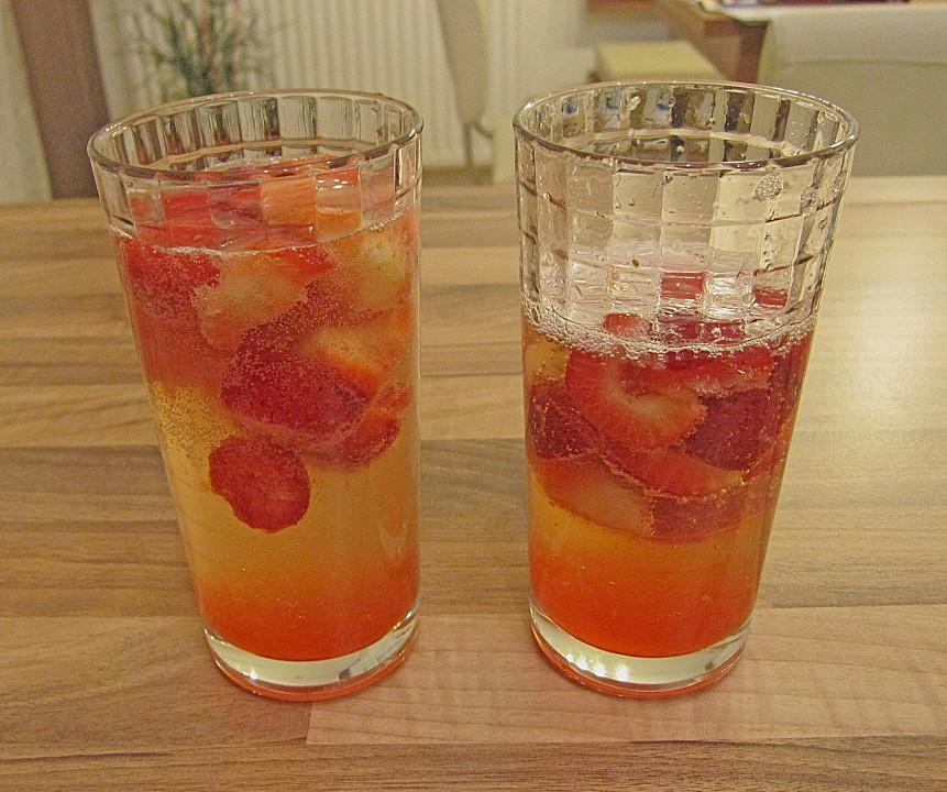 zitronen sekt cocktail mit erdbeeren rezept mit bild. Black Bedroom Furniture Sets. Home Design Ideas