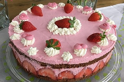 Erdbeer - Joghurt - Sahne - Torte 11