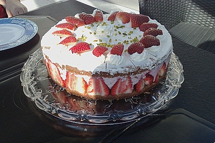 Erdbeer - Joghurt - Sahne - Torte 5