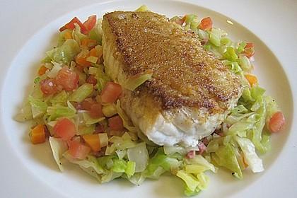 Seelachs auf Spitzkohl mit Schinkenwürfeln und buntem Gemüse 1