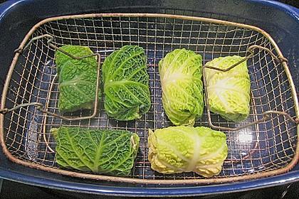 Schellfisch in Lachsfarce mit Wirsingmantel an Linsen und Pilzen in einer Sahnesauce 2