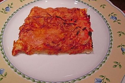 Knusprig dünne Pizza mit Chorizo und Mozzarella 45