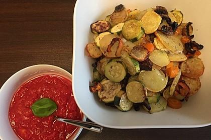 Mediterranes gebackenes Gemüse mit Joghurt - Tomatensauce 29