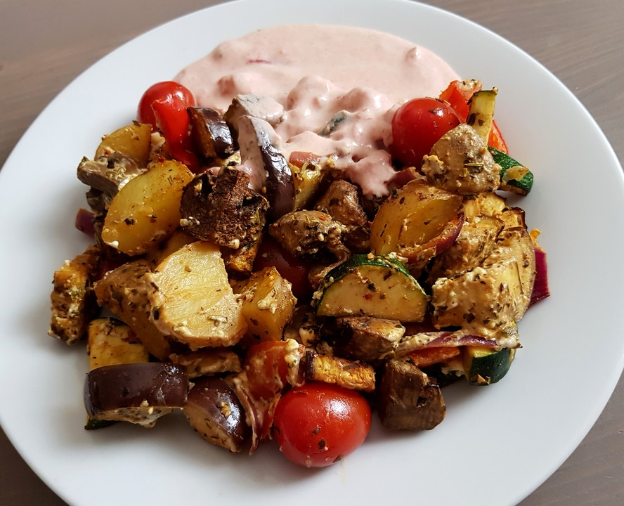 mediterranes gebackenes gem se mit joghurt tomatensauce. Black Bedroom Furniture Sets. Home Design Ideas