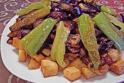 Mediterranes gebackenes Gemüse mit Joghurt - Tomatensauce 12
