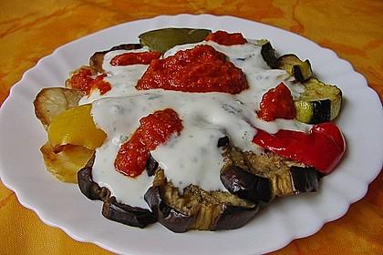 Mediterranes gebackenes Gemüse mit Joghurt - Tomatensauce 4