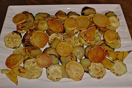 Mediterranes gebackenes Gemüse mit Joghurt - Tomatensauce 31