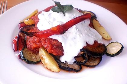 Mediterranes gebackenes Gemüse mit Joghurt - Tomatensauce 6