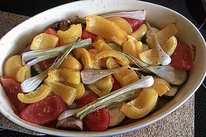 Mediterranes gebackenes Gemüse mit Joghurt - Tomatensauce 20
