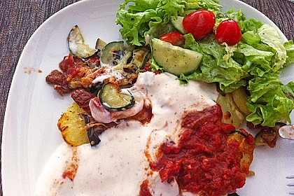 Mediterranes gebackenes Gemüse mit Joghurt - Tomatensauce 18