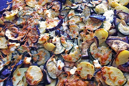 Mediterranes gebackenes Gemüse mit Joghurt - Tomatensauce 19