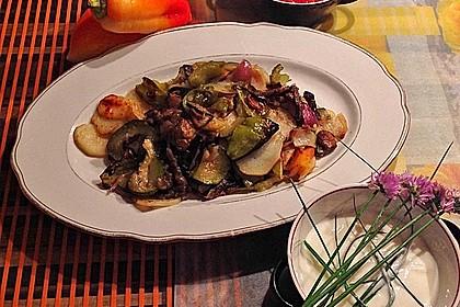 Mediterranes gebackenes Gemüse mit Joghurt - Tomatensauce 8