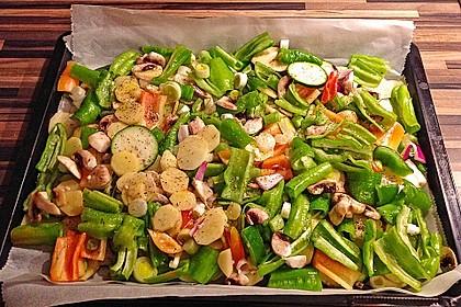 Mediterranes gebackenes Gemüse mit Joghurt - Tomatensauce 9