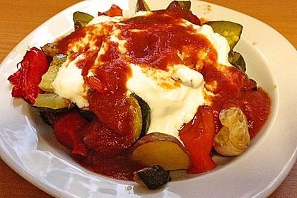 Mediterranes gebackenes Gemüse mit Joghurt - Tomatensauce 23
