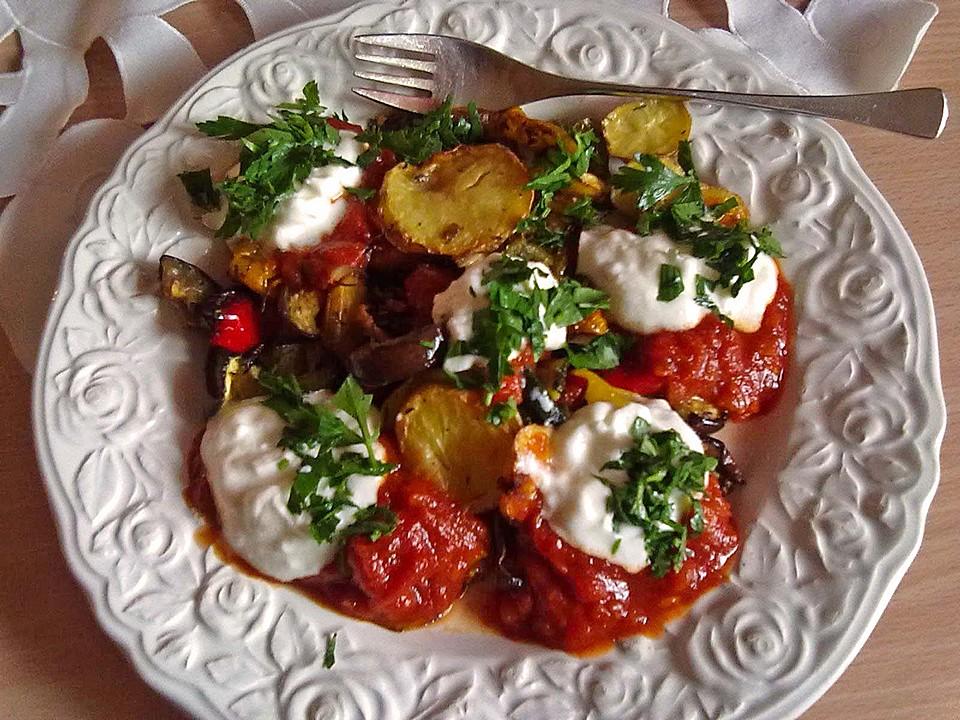 mediterranes gebackenes gem se mit joghurt tomatensauce von demma. Black Bedroom Furniture Sets. Home Design Ideas