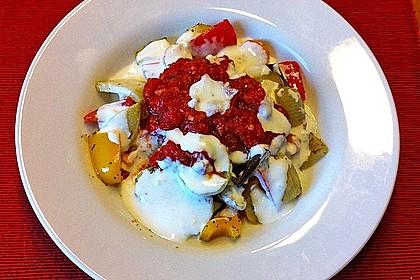 Mediterranes gebackenes Gemüse mit Joghurt - Tomatensauce 15