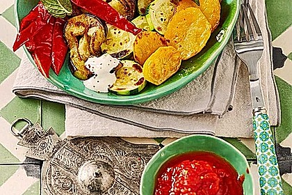 Mediterranes gebackenes Gemüse mit Joghurt - Tomatensauce 1