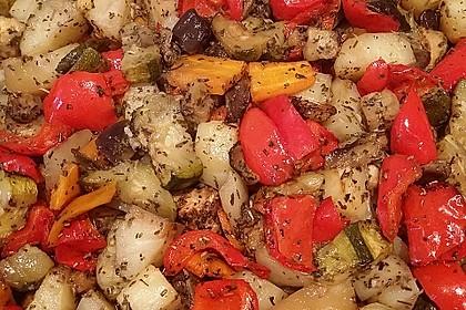 Mediterranes gebackenes Gemüse mit Joghurt - Tomatensauce 14