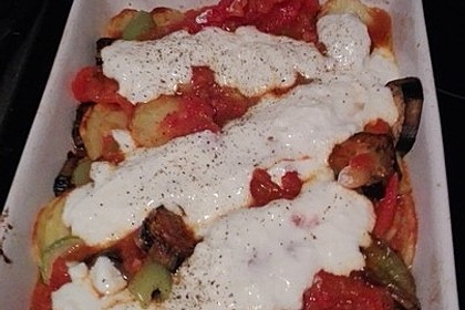 Mediterranes gebackenes Gemüse mit Joghurt - Tomatensauce 35