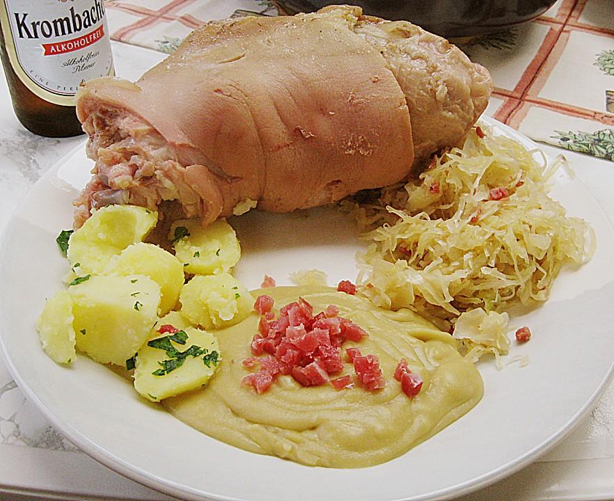 Berliner Eisbein mit Sauerkraut und Erbspüree von